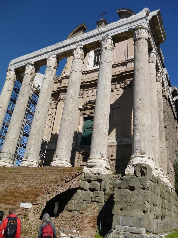 画像10 アントニヌスとファウスティーナの神殿