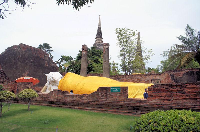 画像9 ワット・ヤイ・チャイ・モンコンの寝仏像
